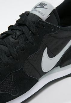 Nike Sportswear INTERNATIONALIST - Sneaker - black/grey mist/dark grey/white - Zalando.de