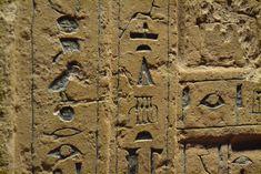 Descargar imagen gratis de jeroglíficos egipcios en alta resolución y libre de derechos como fondo de pantalla o para ilustrar contenidos sobre Egipto > http://imagenesgratis.eu/imagen-gratis-de-jeroglificos-egipcios/