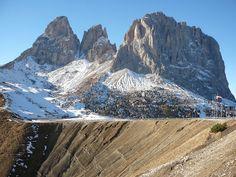 Le #Dolomiti come palcoscenico per uno dei programmi più visti al mondo!  #valdifassa #topgear #unesco #passosella