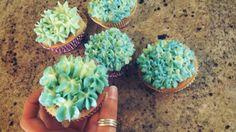 Cupcake mit Orangengeschmack und einer Butter-Frischkäsecreme (: