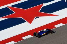 Circuit of Americas Austin - Texas Olha o Marcus Ericsson (SUE) acelerando com sua Sauber C35 nos Estados Unidos. É a @f1 nos USA man! Nos primeiros treinos livres o alemão Nico Rosberg foi o melhor com o tempo de 1min37s358 à frente de Daniel Ricciardo e Lewis Hamilton.  O Circuito das Américas tem 5.513 m de extensão e o Grande Prêmio tem 56 voltas resultando em 308.405 km.  O terceiro treino livre da prova será neste sábado a partir das 13h (horário de Brasília). A sessão qualificatória…