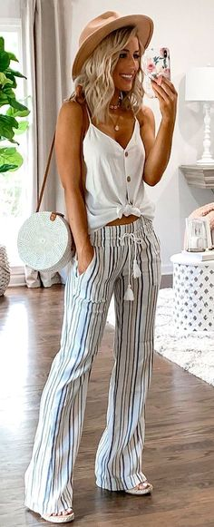 50 beliebte Sommeroutfits, die du haben musst – Outfits – 50 popular summer outfits you need to have – outfits – have stylish summer trendy summer outfitTeen clothes. Discover d Spring Summer Fashion, Spring Outfits, Summer Wear, Style Summer, Summer Styles, Summer Pants Outfits, Casual Summer, Summer Outfits For Vacation, White Jeans Outfit Summer