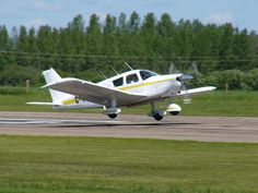File:Piper PA-28 Cherokee Landing 03.JPG - Wikipedia, the free encyclopedia