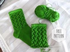 Knitting Pattern: How to knit socks patterns free. Knitting Socks, Knitting Stitches, Knitting Needles, Baby Knitting, Knitting Patterns, Knit Socks, Free Knitting, Stitch Patterns, Sewing Tips