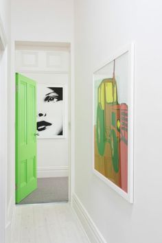How to paint an interior door - practical tips and over 100 inspiring ideas The big trends in interior design have already been unveiled. On the program: the colorful entrance doors that are true decorative elements. Home Decor Painted Trays, Painted Doors, Nordic Interior, Interior Door, Living Room Modern, Living Spaces, Honeycomb Tile, Basement Painting, Yellow Doors