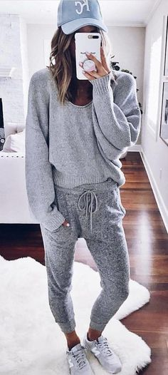 #fall #outfits women's grey sweater and sweatpants