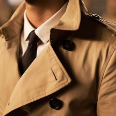 """Trench coats and ties - sartorial menswear on the set of """"From London with Love"""""""