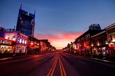 Nashville is often known as the Music City. Catch out the best places to stay in Nashville from where you can take the advantage of the beautiful music city. Nashville Downtown, Nashville Music, Nashville Tennessee, Best Vacation Spots, Best Vacations, Vacation Ideas, Cabana, Building Costs, House Building