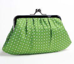 Green dots clutch