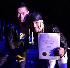 Mayor of Campbell in Silicon Valley, Evan Low welcomes Taeyang with a Certificate of Honor | http://www.allkpop.com/article/2013/11/mayor-of-silicon-valley-evan-low-welcomes-taeyang-with-a-certificate-of-honor