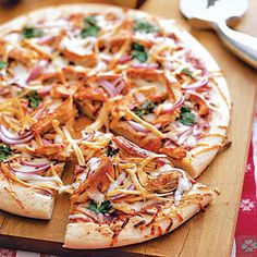 My mom first made this pizza when I was in High School. I like pizza, though I wouldnt say I am a huge fan of it. Barbecue Chicken Pizza, Chicken Pizza Recipes, Chicken Dinner For Two, Quiche, Sandwiches, Dinner Recipes, Cooking Recipes, Budget Recipes, What's Cooking