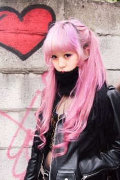 Harajuku fashion love her hair ❤️