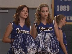Brooke and Peyton discuss the important things during one of the Tree Hill Ravens basketball games..........boys. #OneTreeHill (Season 1)