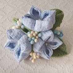 〈つまみ細工〉紫陽花の髪飾り(小・水色)の画像