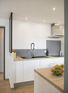 Un bain de lumière, aménagement, rénovation, appartement, lyon, villeurbanne, architecture d'intérieur, décoration, agence LANOE Marion, agencement Decor, Stylish Kitchen, Living Room Kitchen, Home Decor, Kitchen Wall, New Kitchen, Home Deco, Home Kitchens, Kitchen Style