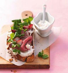 Geröstetes Bauernbrot mit Brunnenkresse Caprese Salad, Eggs, Snacks, Dinner, Breakfast, Ethnic Recipes, Food, Meringue, Ideas