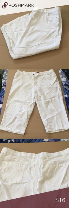 "Merona White Cotton Capri Pants 24W Perfect for summer. These are white cotton and spandex capri pants by Merona in a size 24W. They have a sort of denim look to them, but are much lighter and more comfortable. The inseam is 21.5"". The waist is 22"" laying flat across. Merona Pants Capris"