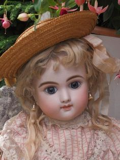 Rare French Mystery Bebe with Delicate Expression (item #1335968, detailed views)