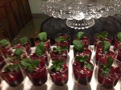 Mini pavês de chocolate com frutas vermelhas!