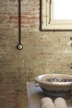 Un loft mi-indus / mi-vintage avec la pose des câbles volontairement apparents pour rajouter à l'ambiance rétro décalée. En vente sur notre E-shop #louisianedesign #interrupteurs #fontini