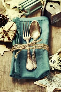 Green blue napkin with Christmas themed table décor that can be used as wedding favours.