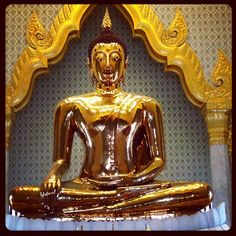 This is what 5 1/2 tons of gold looks like. The Golden Buddha in Bangkok. #thailand #gold #buddha