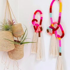 DIY Tassel Wall Hanging Twists and turns. ➰ Tutorial coming soon . The post DIY Tassel Wall Hanging appeared first on Barbara Ritchie. Apartment Decoration, Decoration Bedroom, Diy Tassel, Tassels, Yarn Wall Hanging, Diy Wall Hanging, Wall Hanging Designs, Wall Hangings, Diy Pompon