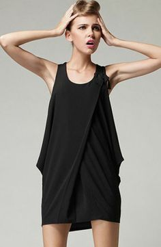 Black Scoop Neck Sleeveless Draped Side Dress pictures