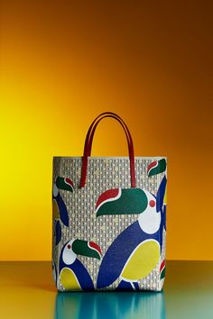 Discover the Collection Carolina Herrera Handbags, Ch Carolina Herrera, Backpack Bags, Tote Bag, Leather Bag Pattern, Printed Bags, Tote Handbags, Fashion Bags, Paper Shopping Bag