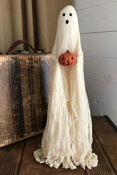 Halloween ghost decor, primitive handmade fall decoration - Pin to Pin Halloween Home Decor, Outdoor Halloween, Halloween Ghosts, Halloween Projects, Diy Halloween Decorations, Halloween House, Holidays Halloween, Halloween Kids, Diy Ghost Decoration