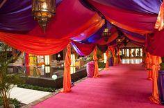 décoration intérieur oriental | location voilage poufs tapis palmier chicha orientale