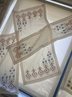 This post was discovered by Mihrican Kaya. Discover (and save!) your own Posts on Unirazi. Hardanger Embroidery, Cross Stitch Embroidery, Cross Stitch Patterns, Knitting Patterns, Made A Mano, Cross Stitch House, Palestinian Embroidery, Turkish Art, Bargello