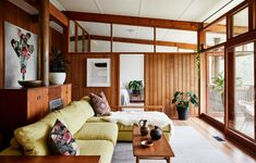 Inside the North Warrandyte, mid-century home of property stylist Anna Byrnes and family. Mid Century Interior Design, Mid-century Interior, Mid Century Design, Midcentury Modern Interior, 1960s Interior Design, Interior Colors, Houses Architecture, Architecture Design, Australian Homes