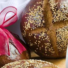 Το ψωμί της Λαμπρής / Easter bread. Συνταγή για γευστικό ψωμί που θα γεμίσει το πασχαλινό τραπέζι με αξέχαστες μυρωδιές! #millsofcrete #easterbread #greekrecipes #easteringreece #greekfood #breadrecipes #ψωμι #συνταγες #πασχα #πασχαλινεςσυνταγες Easter Recipes, Bread, Food, Brot, Essen, Baking, Meals, Breads, Buns