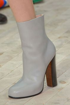 Esta altura de botas.