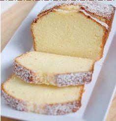 Canınız tatlı çektiğinde çok kısa bir zaman ayırarak yapıp yiyebileceğiniz tatlılardan biri kektir. Kimine göre kolay, kimine göre zordur. Kimine göre basit bir tatlıdır, kimine göre üstüne güzeli yoktur. Ama her ne düşünürseniz düşünün, kek deyip geçmeyin. Güzelini yapmak zordur.Kek çeşitleri oldukça fazladır. Aromasına, şekline veya yapısına göre çeşitler değişmektedir. Şimdi vereceğimiz sünger kek tarifi …