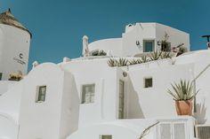 intimate-wedding-santorini-fanarivillas_01 Santorini Hotels, Santorini Wedding, Mykonos, Beautiful Couple, Beautiful Pictures, White Building, Samos, Things Happen, Beautiful Hotels