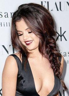 Selena gomez dark auburn hair color for Dark Auburn Hair, Hair Color Auburn, Red Hair Color, Brown Hair Colors, Dark Hair, Easy Hairstyles For Long Hair, Pretty Hairstyles, Hair Styles 2014, Long Hair Styles