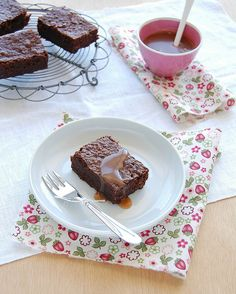 Caramel brownies / Brownies com caramelo by Patricia Scarpin, via Flickr