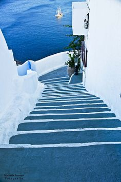 Santorini Steps to the Aegean Sea. I cannot even comprehend being able to live in a beautiful place like this! The colors are magnificent!