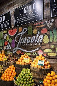 The Whole Foods Market produce display in Lincoln park is just asking you to eat your fruits, and veggies! Their signage (above) and within fruit displays highlights key fruit attributes so customers don't require a produce expert as they look around. Produce Displays, Fruit Displays, Bar Deco, Vegetable Shop, Store Signage, Decoration Vitrine, Organic Market, Genetically Modified Food, Food Retail
