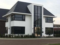 House Entrance, Modern Buildings, Honey, Real Estate, House Design, Inspiration, House Styles, School, Outdoor Decor