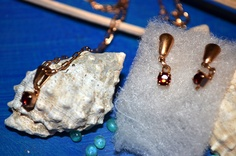 Maqui makes gift giving easy with earring sets.(14kt) A perfect gift for a baby Kid, graduate, bride, wedding anniversary or just because you...