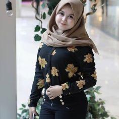Beautiful Veil Girls Like to Help Beautiful Muslim Women, Beautiful Hijab, Beautiful People, Hijab Prom Dress, Hijab Jeans, Cute Kids Photography, Amazing Photography, Hijab Chic, Hijab Casual