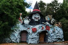 In Japan, an amusement park ripping off Disneyland and Coney Island opened in 1961. By 2006, the theme park closed, it was all but a ghost town. The fun part exists due to Nara Dreamland being left abandoned but not demolished