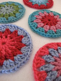 Love circles, and if it's crochet circles I think I love them more.