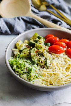 Loaded with vegetables, a delicious sauce and perfectly al dente noodles, this light and easy Spring pasta is the perfect quick dinner! Side Dish Recipes, Pasta Recipes, Salad Recipes, Dinner Recipes, Vegetarian Recipes, Healthy Recipes, Spring Recipes, Spring Meals, Healthy Pastas