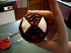 diy spiderman cupcakes!!