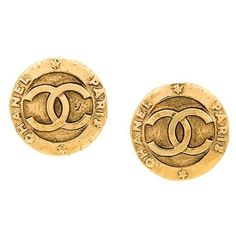 Chanel Vintage CC logo button earrings ($477) ❤ liked on Polyvore featuring jewelry, earrings, metallic, chanel jewellery, vintage jewellery, vintage earrings, circle jewelry and metallic jewelry