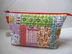 Its the end of Aug. & I have two swaps ending within a week of each other, so this is has ended up being a crunch sewing week! The Simple . Patchwork Quilt, Patchwork Bags, Quilted Bag, Coin Purse Tutorial, Zipper Pouch Tutorial, Fabric Boxes, Fabric Scraps, Fabric Basket, Fabric Remnants